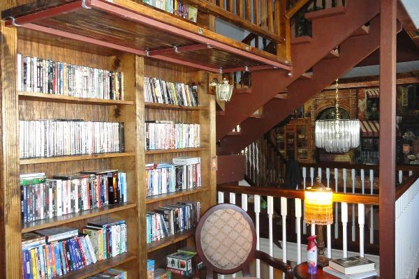 The Library at Book Nook Inn - Beaumont, TX / Lumberton, TX