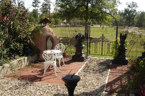 Garden of Good and Evil - Book Nook Inn Beaumont TX