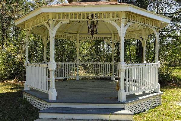 The Gazebo at Book Nook Inn bed and breakfast Outside of Beaumont, TX - in the town of Lumberton, TX