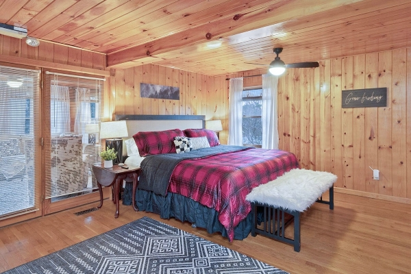 The Main Cabin - Upstairs bedroom