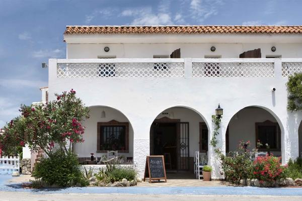 Andalucian feeling in our typical Surf Lodge juist 250m from the beach