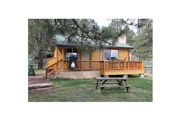Spruce Cabin (Big 10) Sleeps 4