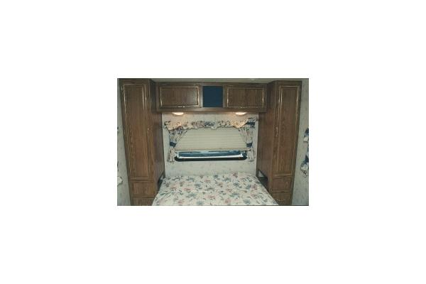 29' RV QUEEN MASTER BEDROOM