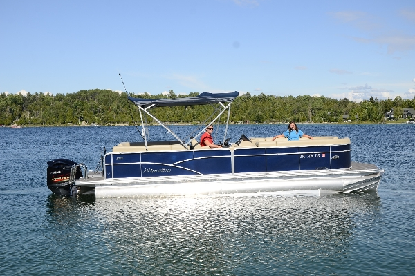 The powerhouse tritoon!  25ft Manitou Aurora SHP with 225hp V-Max