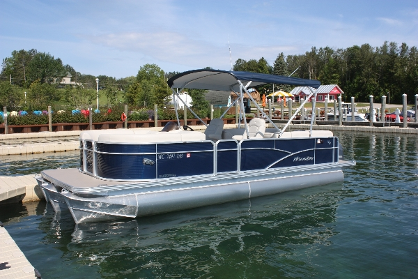 Tritoon: Manitou 23ft Aurora VP with 150hp!