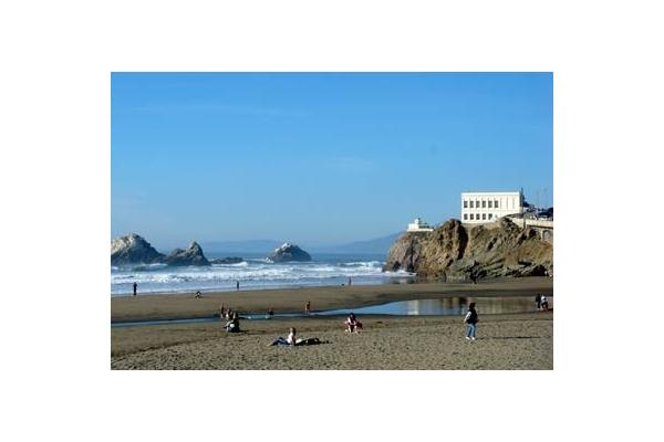 Ocean Beach, The Cliffhouse and The Great Highway are a 2 minute ride from Swell